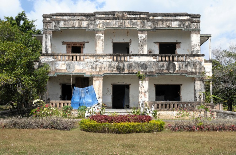 An abandoned villa in Kep
