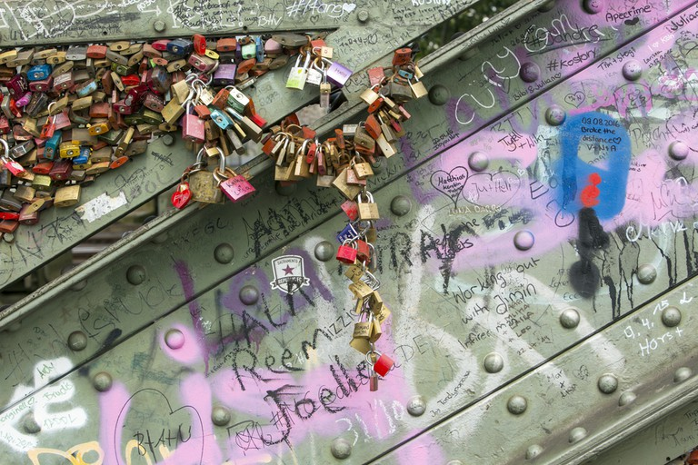 Lovers marks on the bridge | © Ms Jane Campbell/Shutterstock