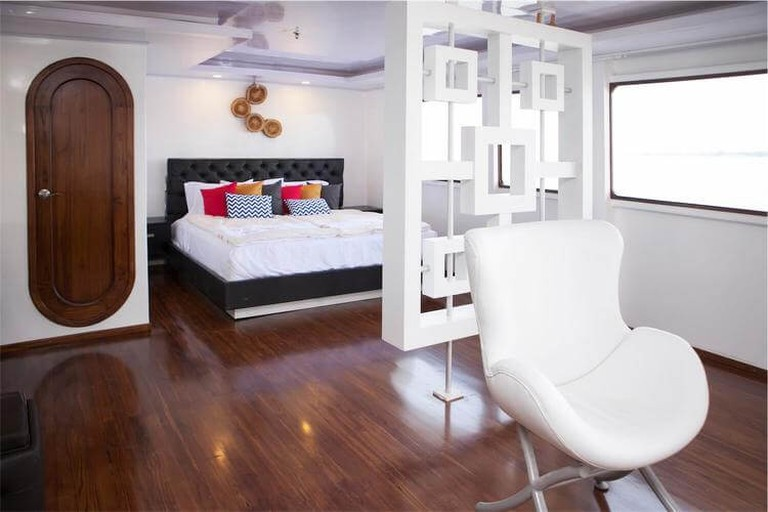 Suite on the Petrel