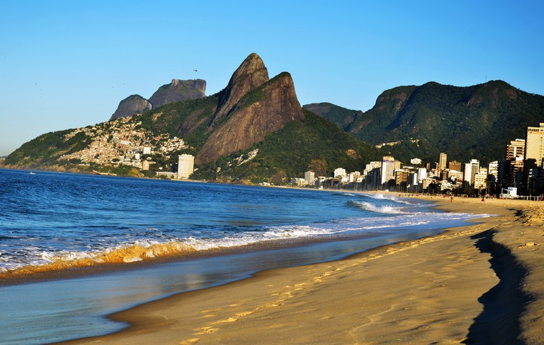 The two brothers mountain with Vidigal on the side  © Rodrigo Soldon/Flickr