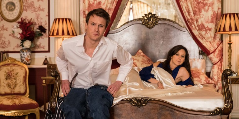 Wills (Hugh Skinner) and Kate in The Windsors | © Channel 4