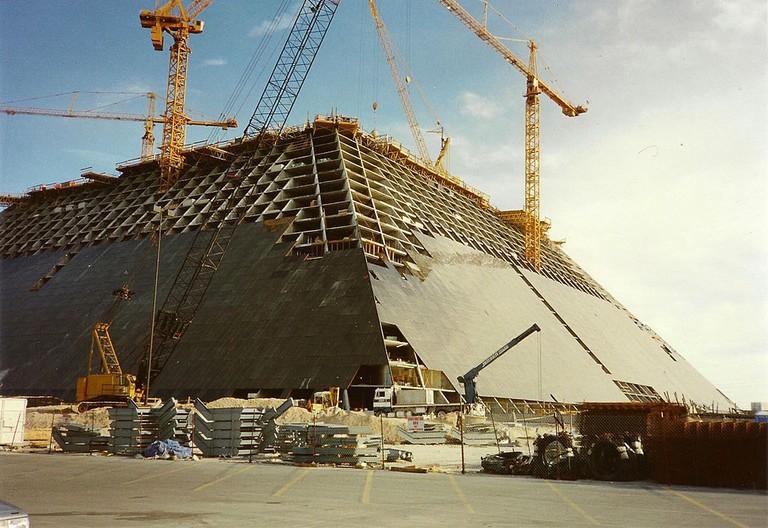 Construction of the Luxor   © Norbert Aepli/WikiCommons