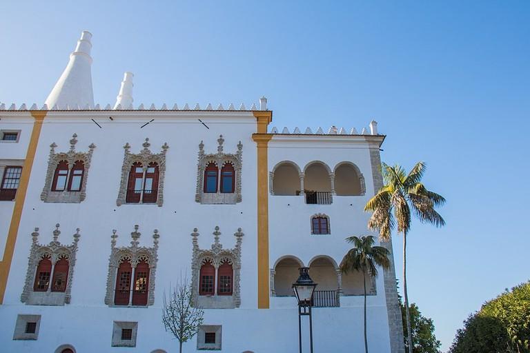 https://commons.wikimedia.org/wiki/File:Sintra_National_Palace_(34976107141).jpg
