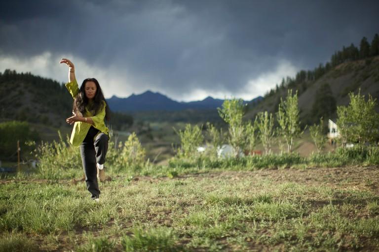 Woman practising tai chi / ©Ursala Hudson/Flickr