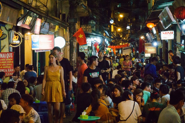 Plastic Stools and Cheap Beer in Hanoi   © Texx1978/Flickr