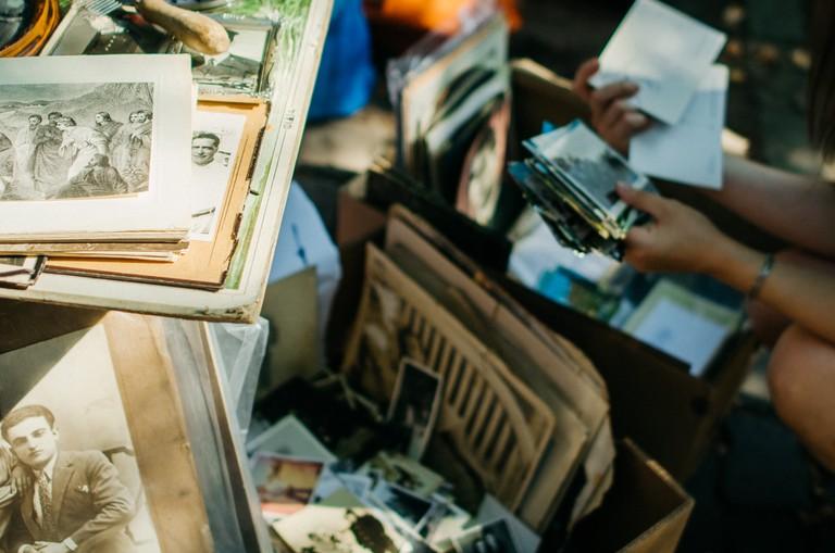Vintage photos at markets | © Stas / Flickr