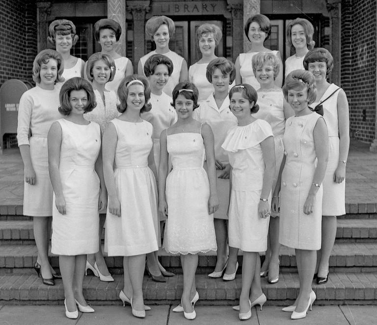 A Kappa Alpha Theta class in 1964