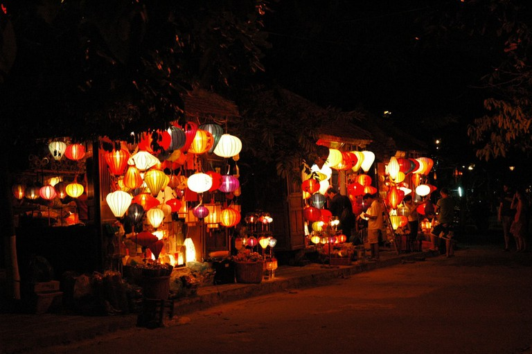 Lanterns make everything better | © American Rugbier/Flickr