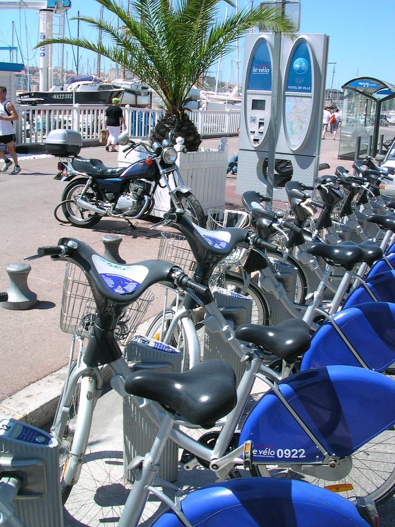 Le Vélo bike scheme in Marseille along the seafront