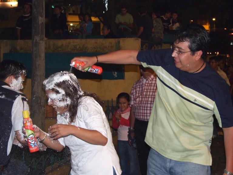 Espuma or Carioca, Carnival in Ecuador