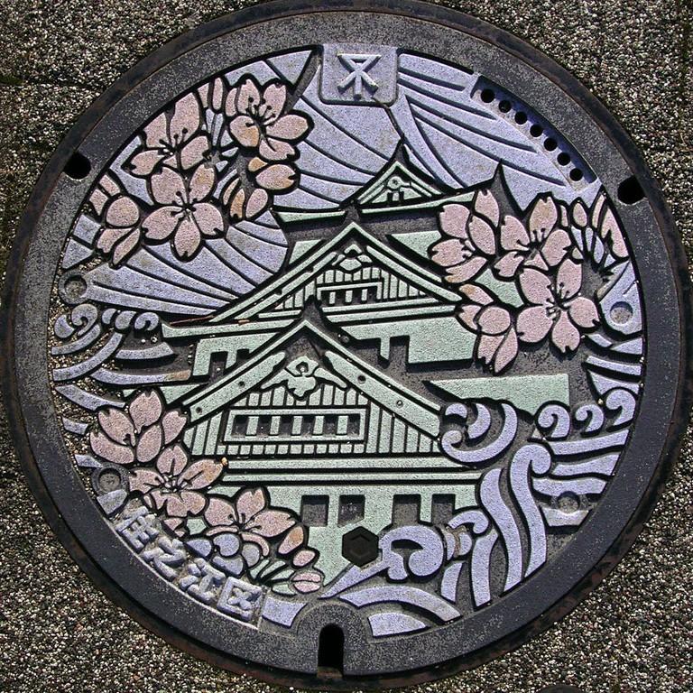 Manhole cover spotted in Suminoe-ku, Osaka City
