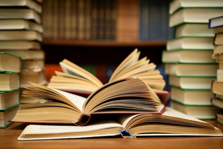 books / (c) Abhi Sharma / Flickr