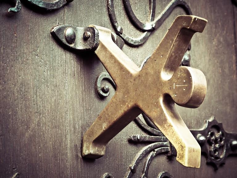 Cartwheel door knocker