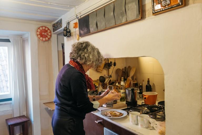 DSCF3241 - WATSON - LISBON, PORTUGAL - APQ HOME - APQ in kitchen making toast