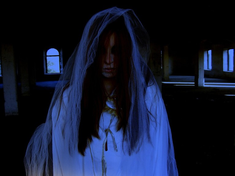 ghost of a bride / (c) Pixabay