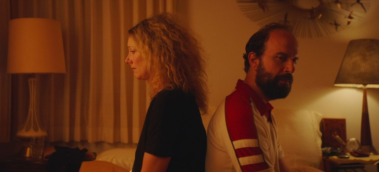 Ramona (Judy Greer) and Isaac (Brett Gelman) in Lemon