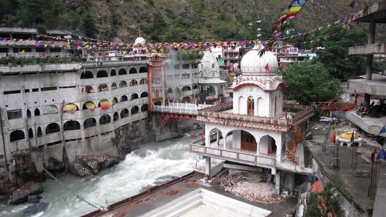 Hot hot spring at Manikaran Sahib