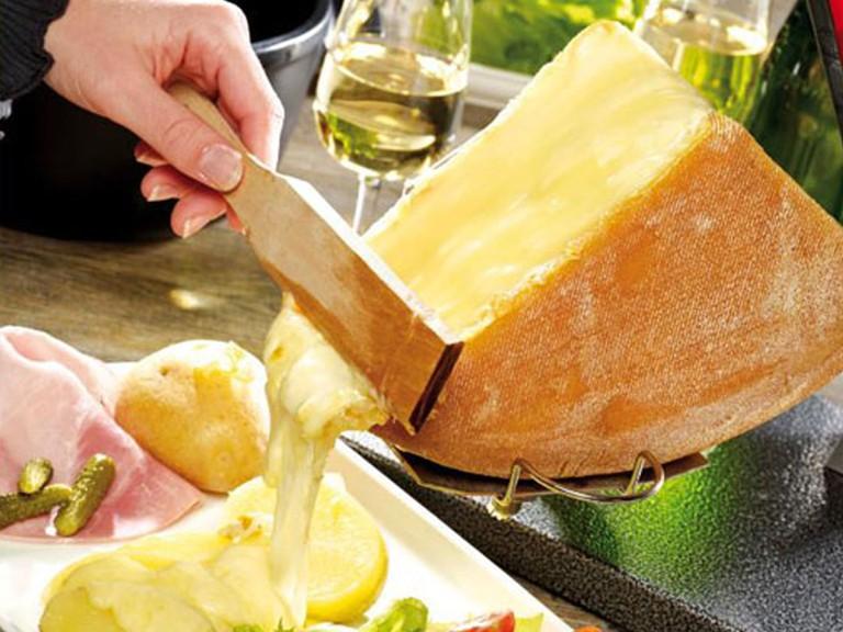 Raclette de Savoie et vin
