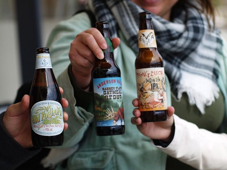 friends enjoying beer / (c) Pixabay