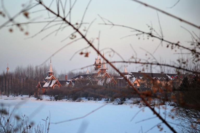 Walking into Volga Manor