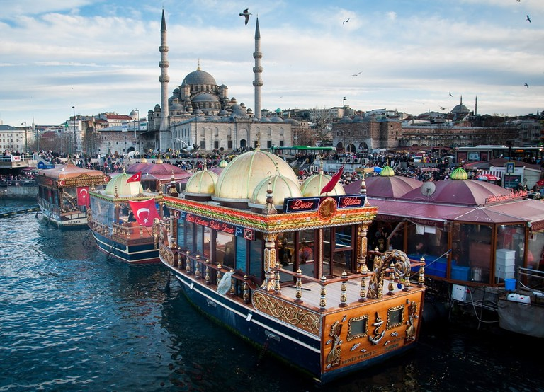 Fish sandwich shop boats in Istanbul   © Pakpoomkh/Shutterstock