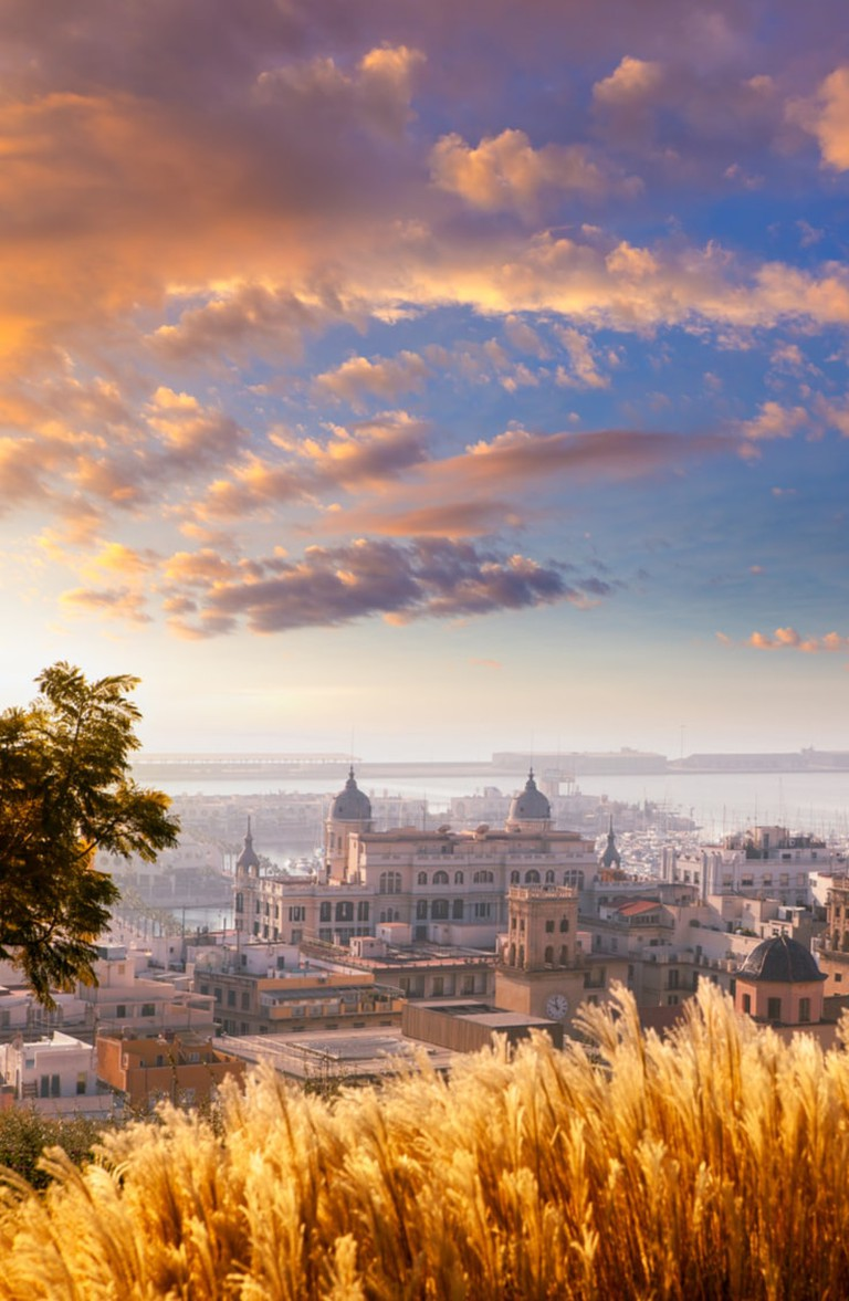 Golden cityscape of Alicante, Spain | © holbox/Shutterstock