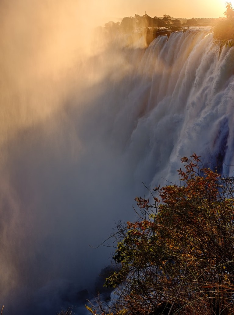 Victoria Falls at sunset | © Amacphoto7/Shutterstock