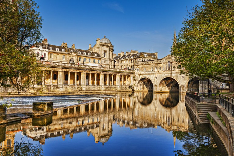 Pulteney Bridge and Weir, Bath | © travellight/Shutterstock