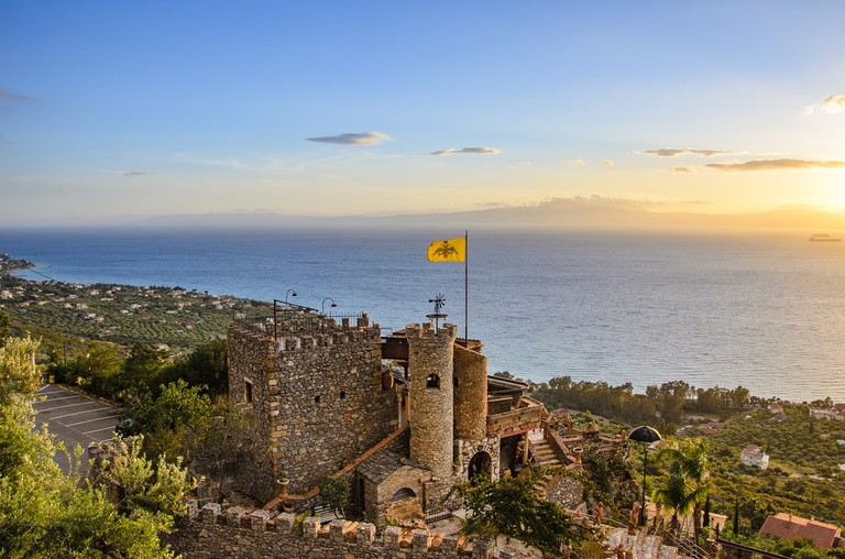 Beautiful traditional castle in Kalamata, Greece | © Kotsovolos Panagiotis/Shutterstock