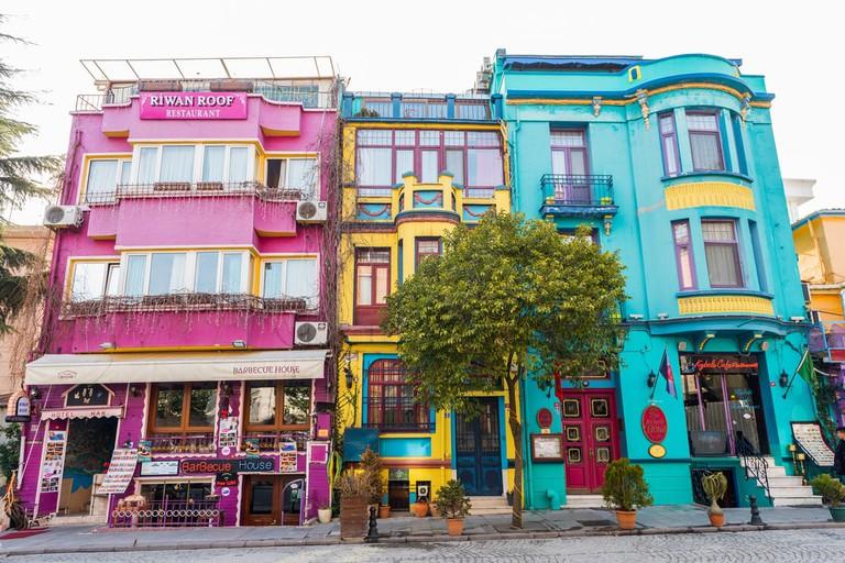 Colourful buildingsin the historical Sultanahmet, Istanbul   © Resul Muslu/Shutterstock