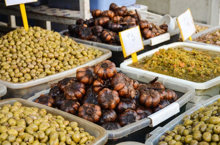 Pickled garlic and olives in Iran | © Daria Ver/Shutterstock