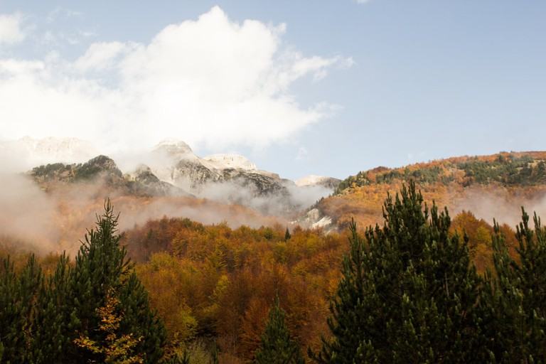 Autumn Colours of the Valley of Teth, Albania | © Niclas ELIE/Shutterstock