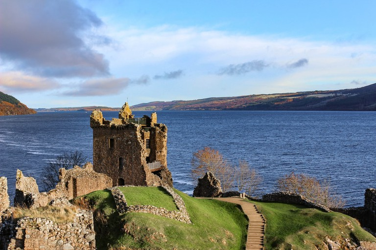 Loch Ness and the Urquhart Castle ruins | © Sara Edwards/Shutterstock