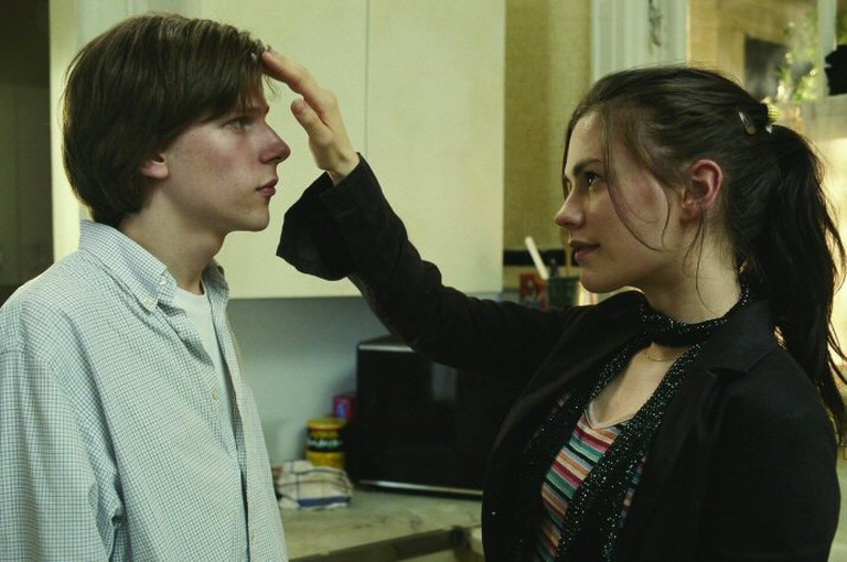 Jesse Eisenberg and Anna Paquin in The Squid and the Whale