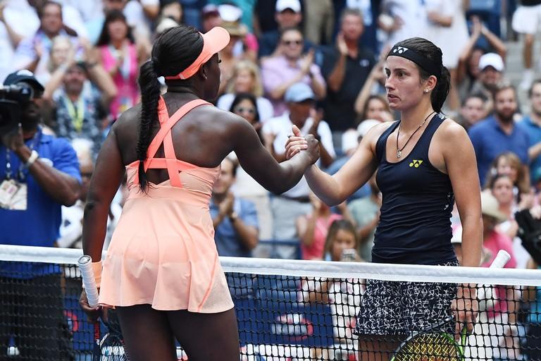 Sloane Stephens (left) shakes hands with Anastasija Sevastova after their quarterfinal match | © USTA/Garrett Ellwood
