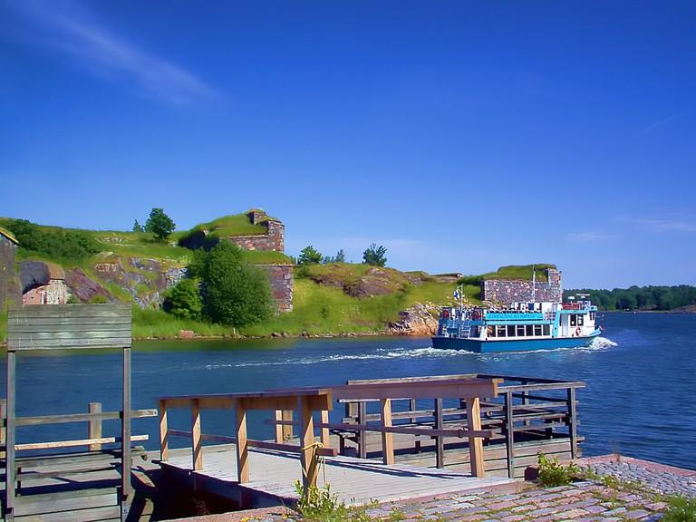 Ferry boat at Suomenlinna / jorisamonen / Pixabay