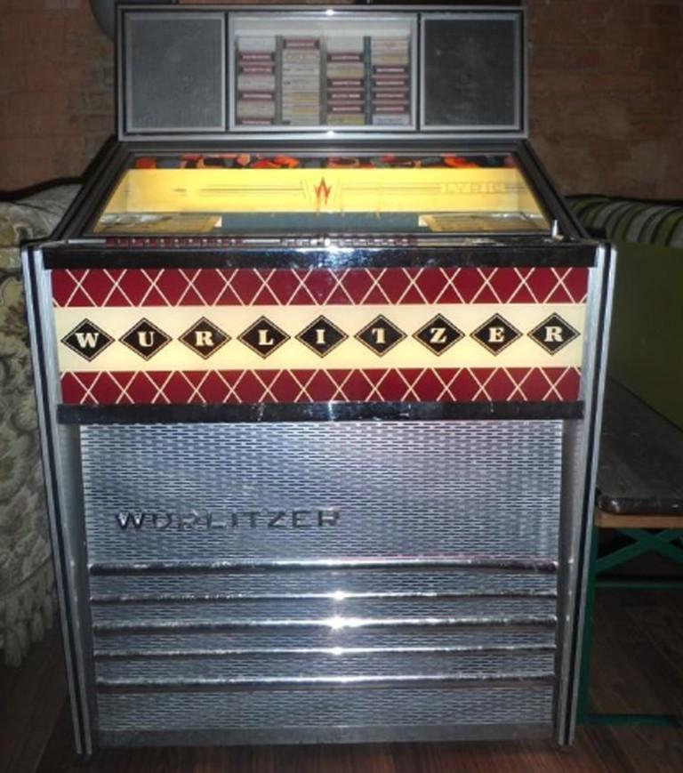 DDR Wurlitzer Jukebox   Courtesy of Hannibal