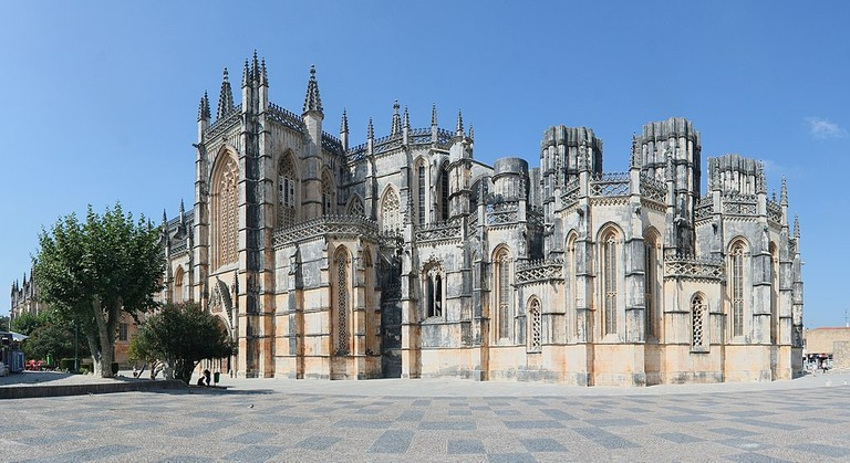 https://commons.wikimedia.org/wiki/File:Batalha_monastery.jpg