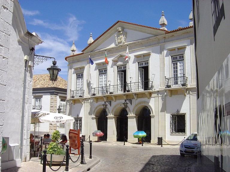 https://commons.wikimedia.org/wiki/File:Faro_City_Hall.JPG