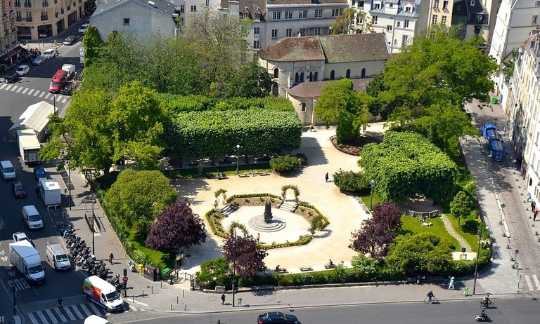 1024px-Square_René-Viviani-Montebello_depuis_la_tour_sud_de_Notre-Dame_de_Paris