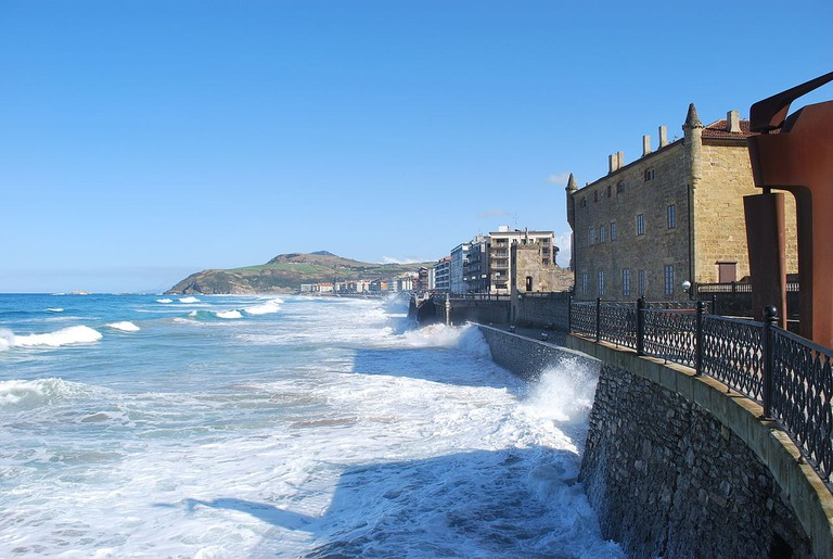 Zarautz, Spain | ©Jean Michel Etchecolonea / Wikimedia Commons