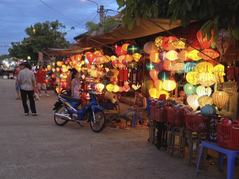 Lantern shops in Hoi An, Vietnam | © lightwrite/Flickr