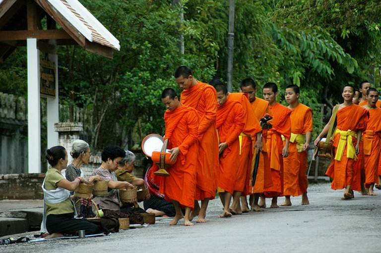 Monks on Alms Rounds | © Allie Caufield/Flickr