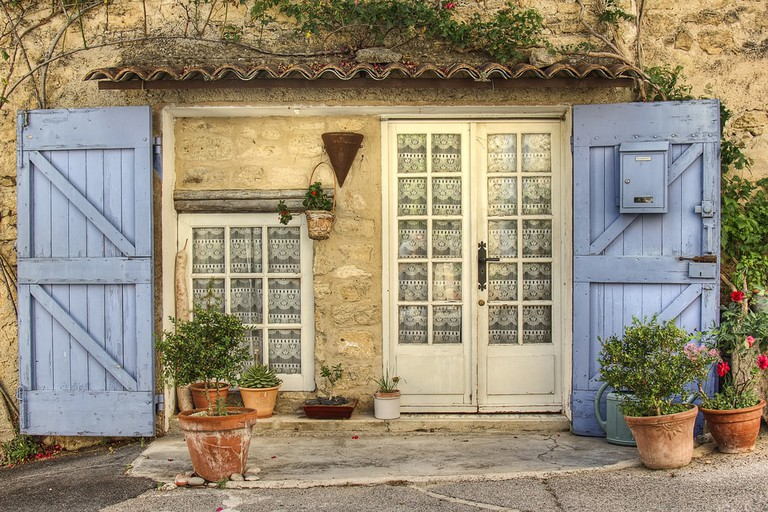 The Luberon is full of typical Provençal houses with traditional blue shutters