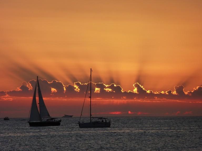 Sunset Sailing   © paulCIA / Flickr