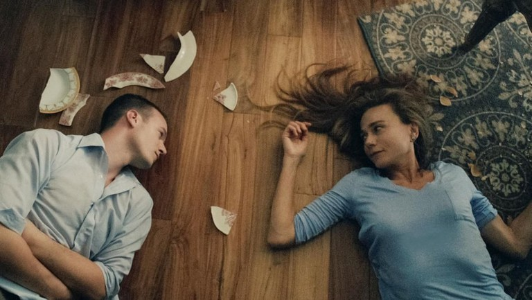 Nathan Keyes and Lena Olin in 'Maya Dardel' | © Orion Pictures