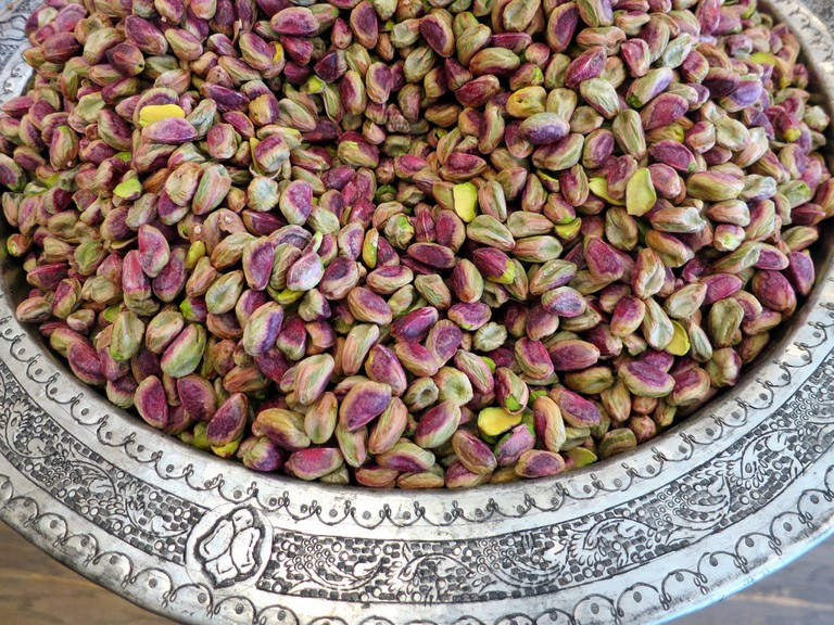 Beautiful bowl of pistachios | ©Ruth Hartnup:flickr
