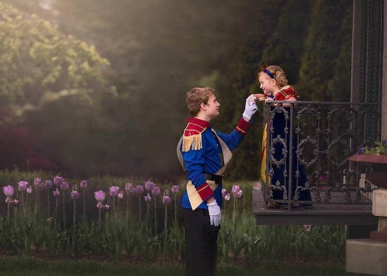This adorable big brother surprised his sister with the photoshoot