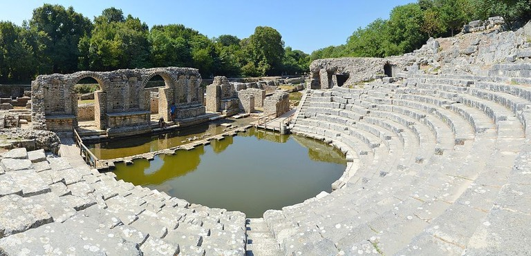 Butrint_-_Ancient_amphitheatre_(by_Pudelek)