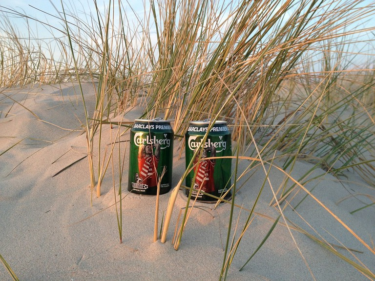Leave beer cans on the beach / Max Pixel